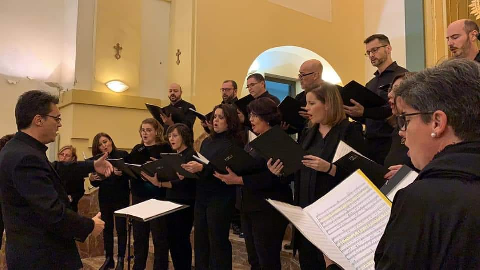 Coro Iubilate cantando en la Ermita del Pilar en Murcia