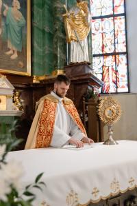 Iglesia sacerdote eucaristía